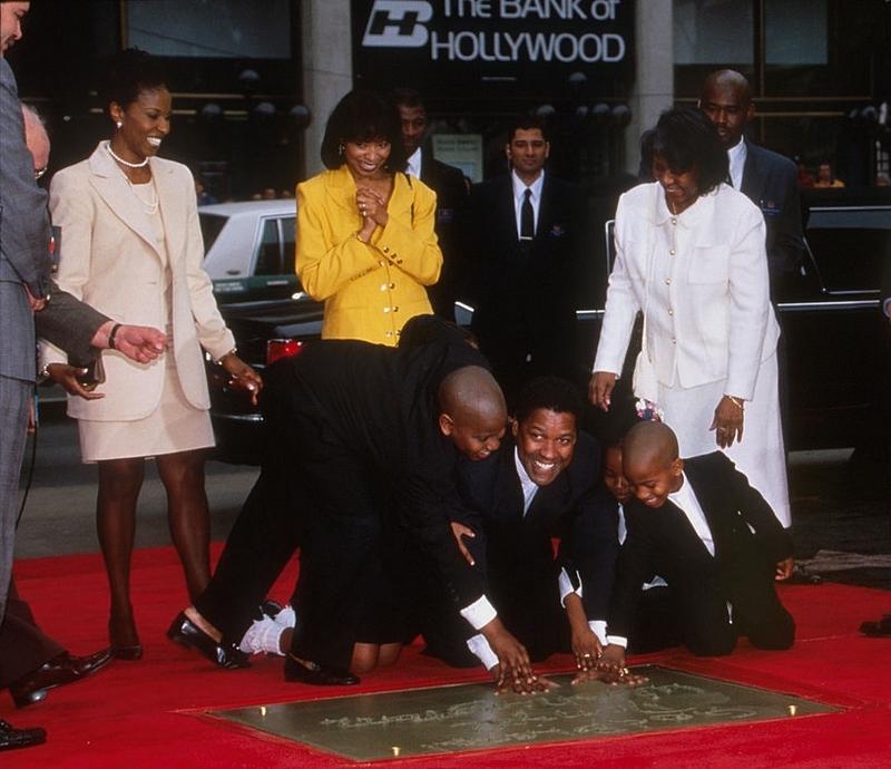 Отпечатки Дензела Вашингтона в Голливуде