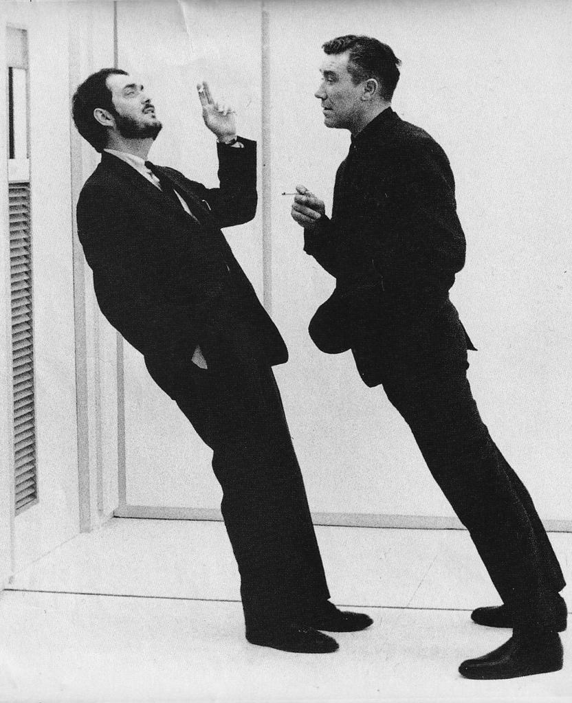 """Стэнли Кубрик и Уильям Сильвестр на съемочной площадке """"2001: A Space Odyssey"""""""