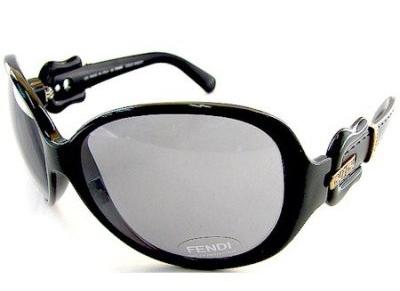 Кортни Лав и ее солнцезащитные очки