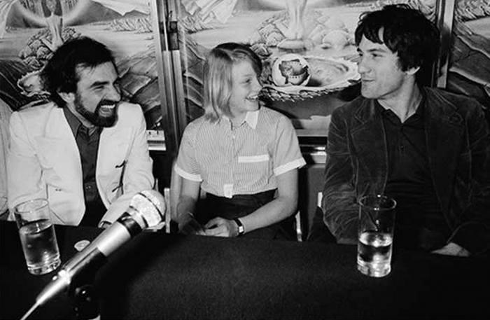 Мартин Скорсезе, Джоди Фостер и Роберт Де Ниро на пресс-конференции перед показом фильма «Таксист» на Каннском кинофестивале, 1976 год