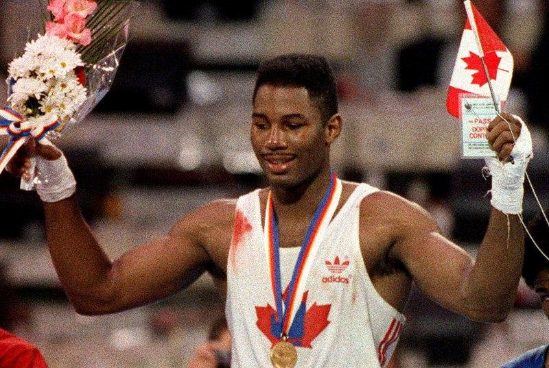 Леннокс Льюис празднует победу на Олимпийских играх в Сеуле, 1988 год