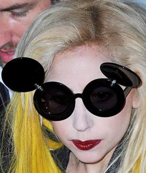 Леди ГаГа и ее солнцезащитные очки