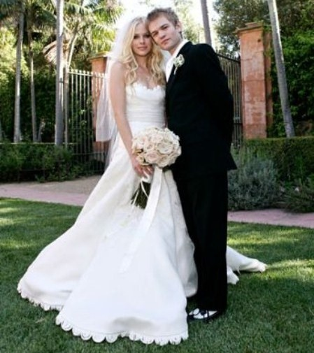 Изобр по > Аврил Лавин Свадебное Платье