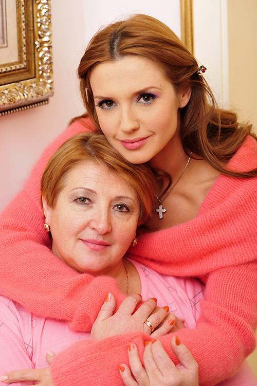 Мама Оксаны Марченко