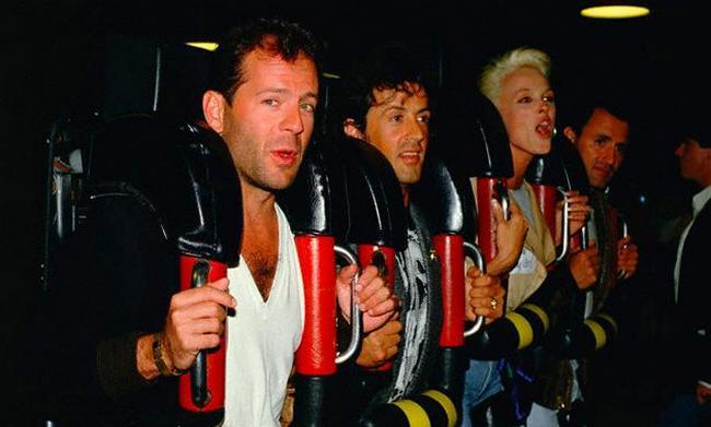 Брюс Уиллис, Сильвестр Сталлоне и Бриджитт Нильсен на американских горках, 1987 год