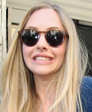 Аманда Сейфрид и ее солнцезащитные очки