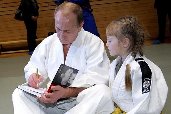 Владимир Путин провел тренировку по дзюдо