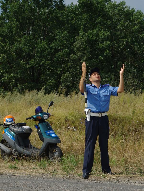 Пьяный полицейский въехал в ограждение городской елки в Мариуполе - Цензор.НЕТ 236