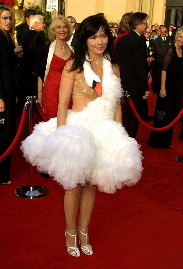 Худшие платья знаменитостей за все время вручения премии «Оскар»