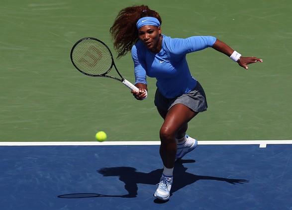 Серена Уильямс на теннисном корте