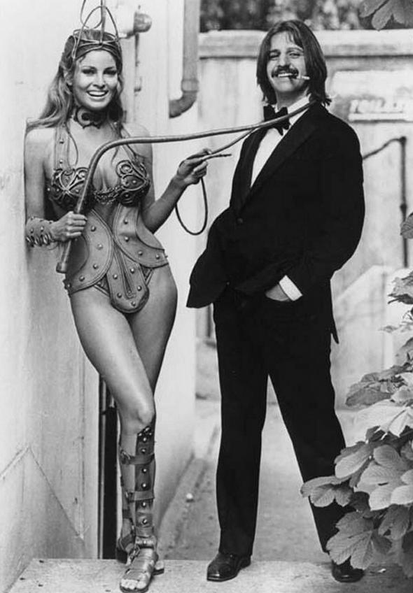 """Ракель Уэлч и Ринго Старр на съемках фильма """"Волшебный христианин"""", 1969 год"""