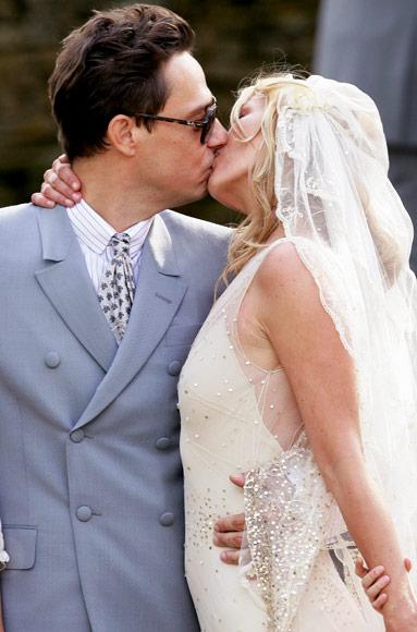 ТОП-10 знаменитых свадебных поцелуев
