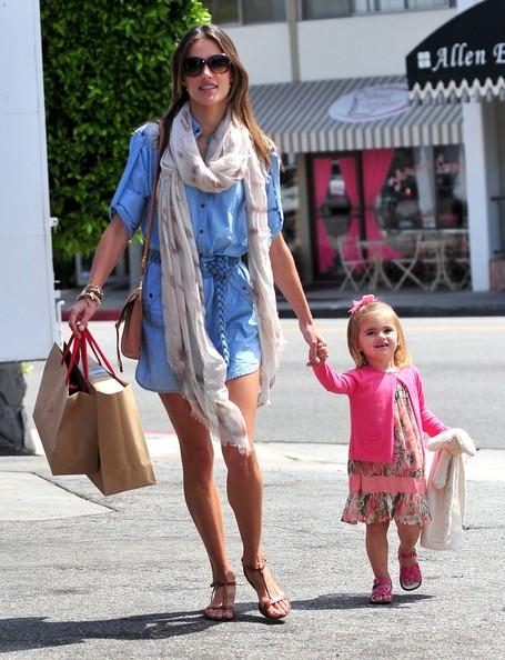 Алессандра Амброзио с дочкой Аней
