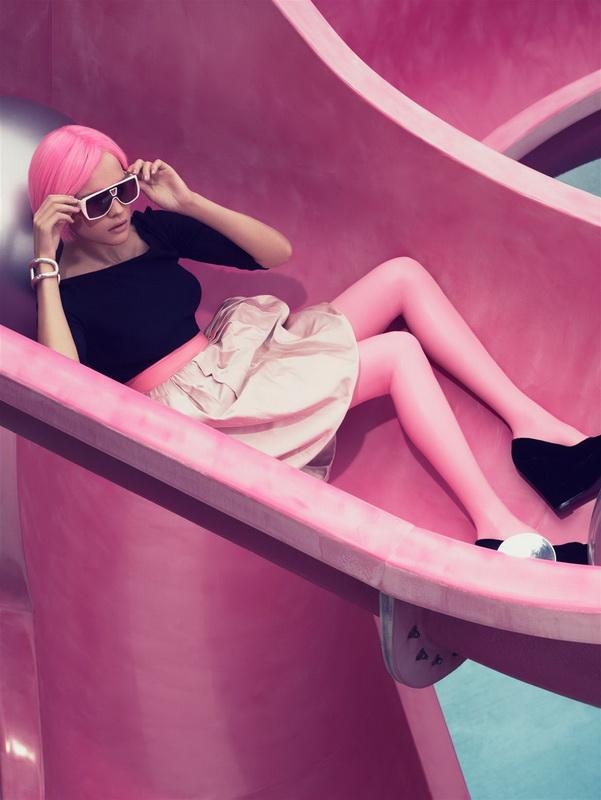 Наталья Водянова в розовой фотосессии Крейга МакДина