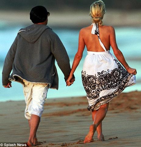 Гавайская романтика Пэрис Хилтон и Сайя Уэйтса