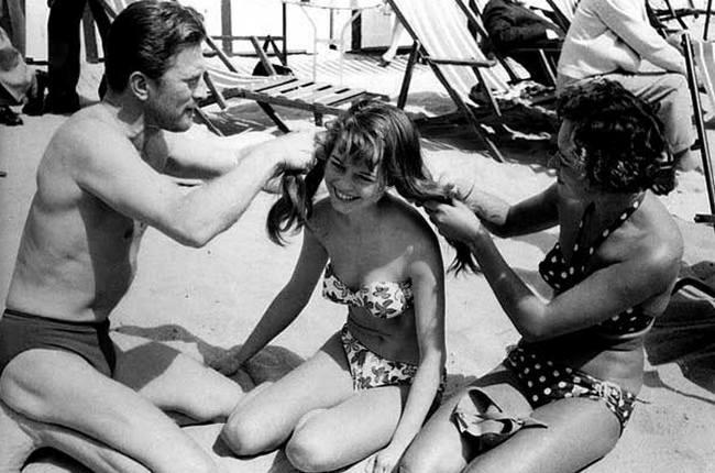 Кирк Дуглас и Бриджит Бардо в Каннах, 1953 год