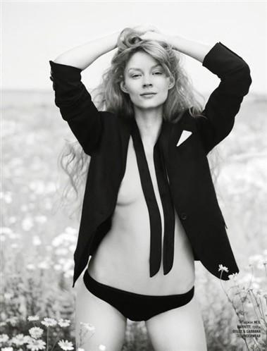 Голая Маша Андреева актриса видно её сиськи попку и