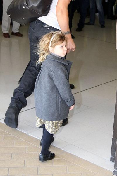 Николь Кидман с семьей в аэропорту