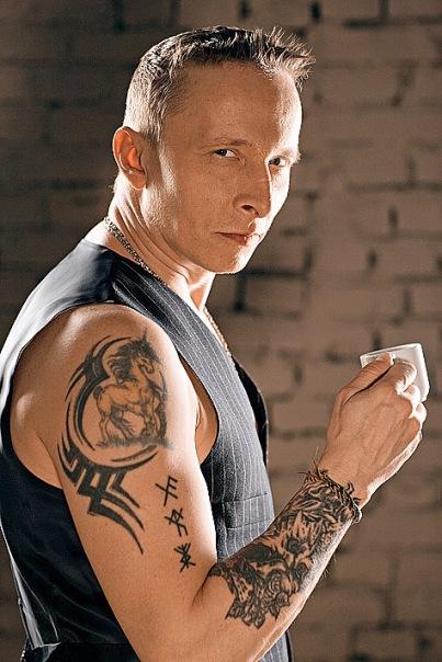 Татуировки Ивана Охлобыстина ...: http://lichnosti.net/pset_5826.html
