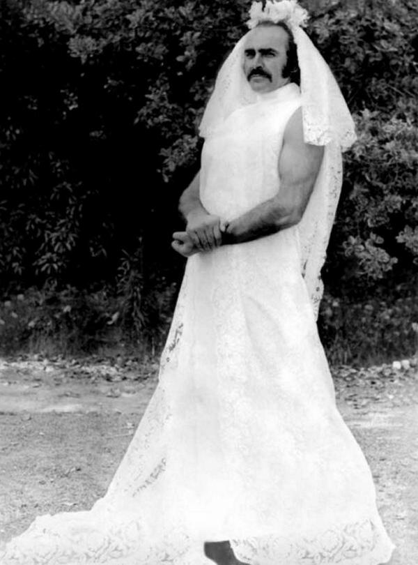 Шон Коннери в свадебном платье, 1973 год
