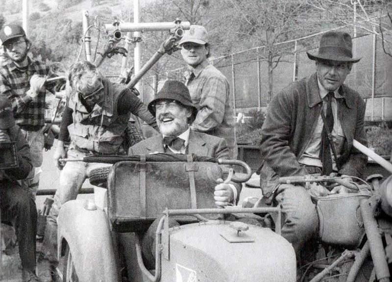 """Шон Коннери и Харрисон Форд на съемках фильма """"Индиана Джонс и последний крестовый поход"""", 1988 год"""