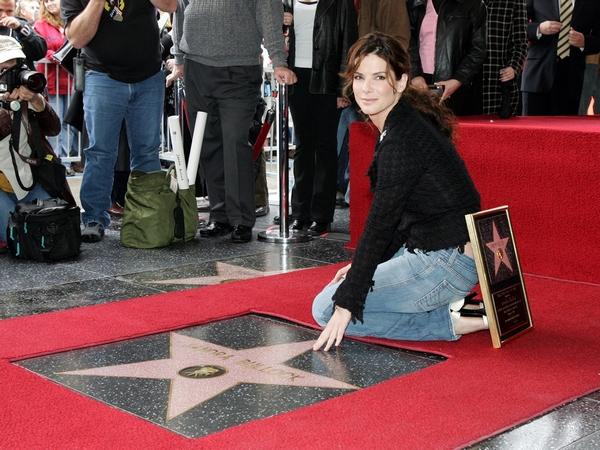 Звезда Сандры Буллок на Голливудской Аллее славы