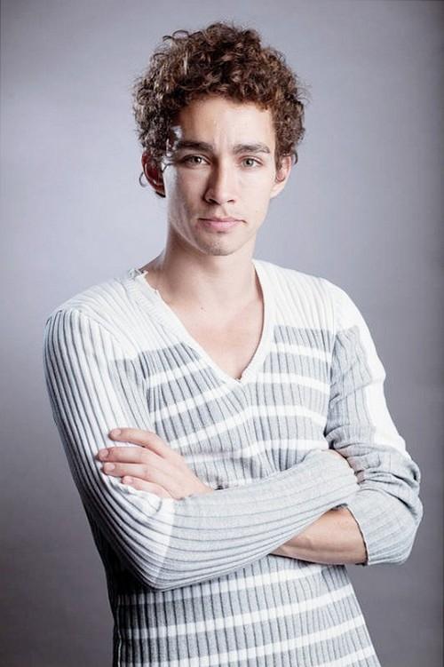 Роберт Майкл Шиэн (Robert Michael Sheehan)