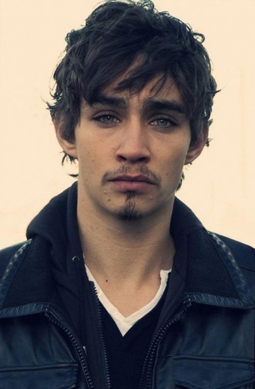 Роберт Майкл Шиэн (Robert Michael Sheehan)