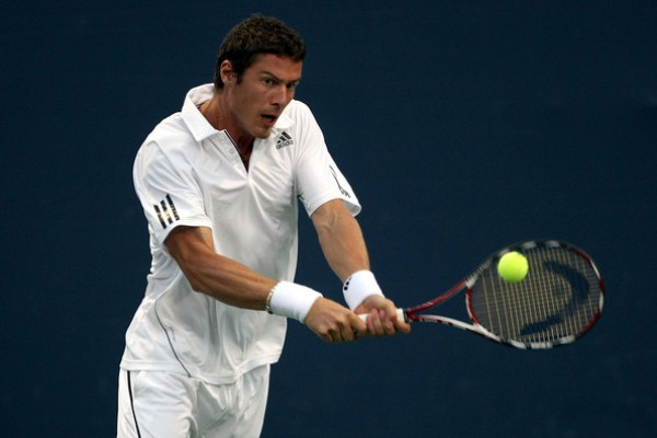 Марат Сафин на теннисном корте