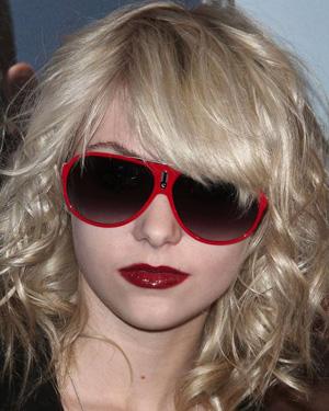 Тейлор Момсен и ее солнцезащитные очки