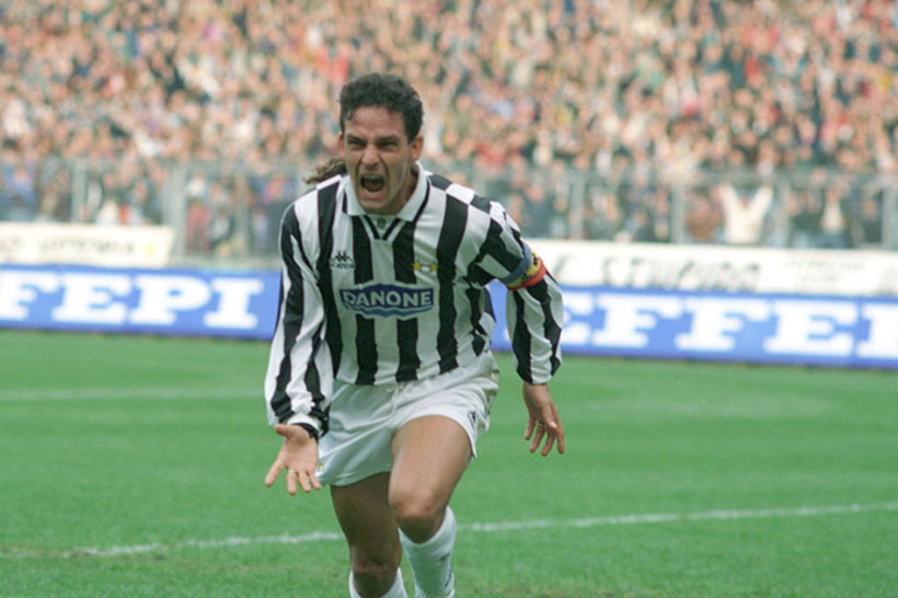 a biography of roberto baggio a juventus soccer player Roberto baggio (born february 18, 1967, in caldogno, italy) is an italian football player, considered to be among the best forwards in the world throughout the 1990s he played for major italian teams, such as fiorentina, milan, inter milan and juventus baggio's major world cup was in 1994 in the united.