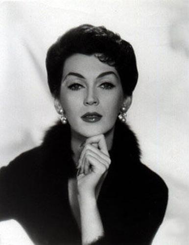 Довима (Dovima) – Дороти Вирджиния Маргарет Джуба (Dorothy Virginia Margaret Juba)