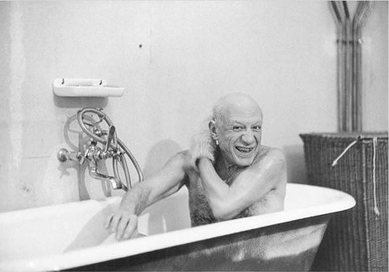 Пабло Пикассо в ванной
