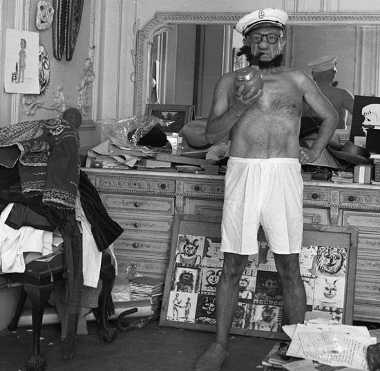 Пабло Пикассо в образе Моряка Попая