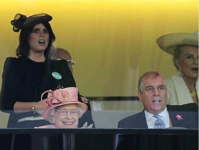 Выражение лица, когда твоя лошадь побеждает. Королева Елизавета II на Королевских скачках «Роял Аскот»
