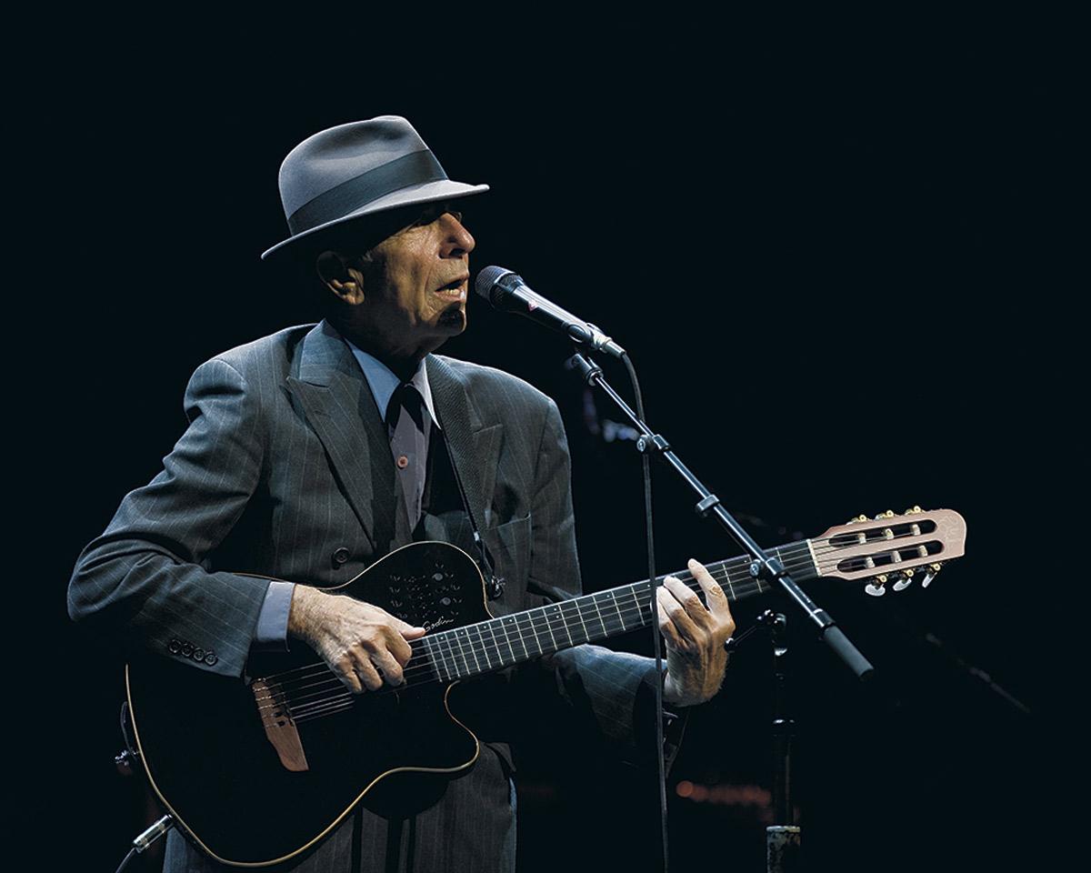 Леонард Коэн на сцене