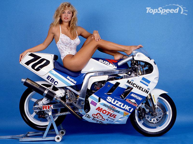 Молодая Памела Андерсон позирует для Suzuki