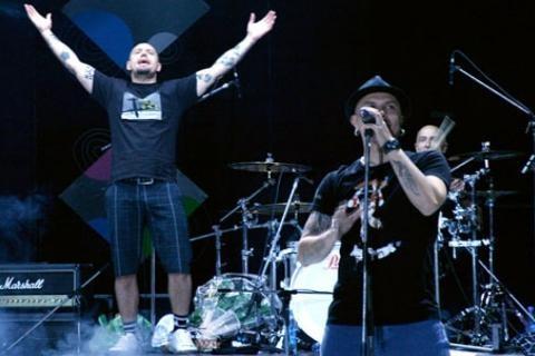 Сергей Михалок и группа «Ляпис Трубецкой» на сцене