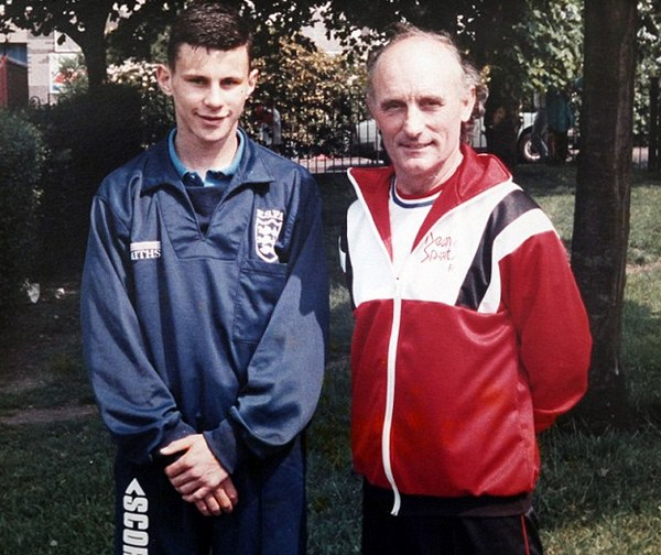 Райан Гиггз и его первый тренер Деннис Скофилд, 1987 год