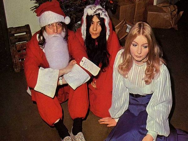 Джон Леннон и Йоко Оно на рождественской вечеринке Apple Xmas, 23 декабря 1968 год