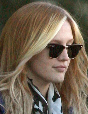 Эшли Симпсон и ее солнцезащитные очки