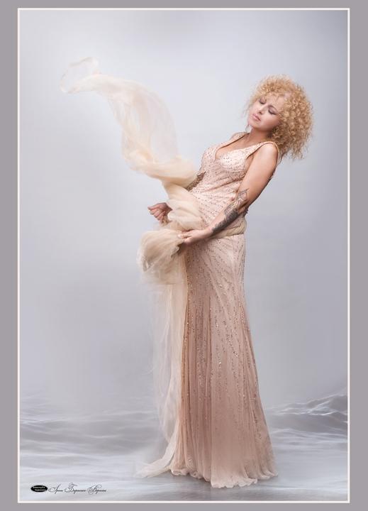 Беременная Ольга Юнакова снялась в откровенной фотосессии