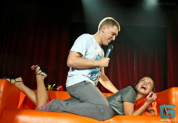 Александр Незлобин на сцене Comedy Club