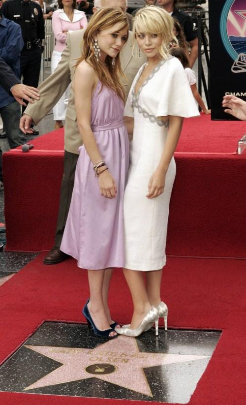 Звезда Мэри-Кейт и Эшли Олсен на Голливудской Аллее славы