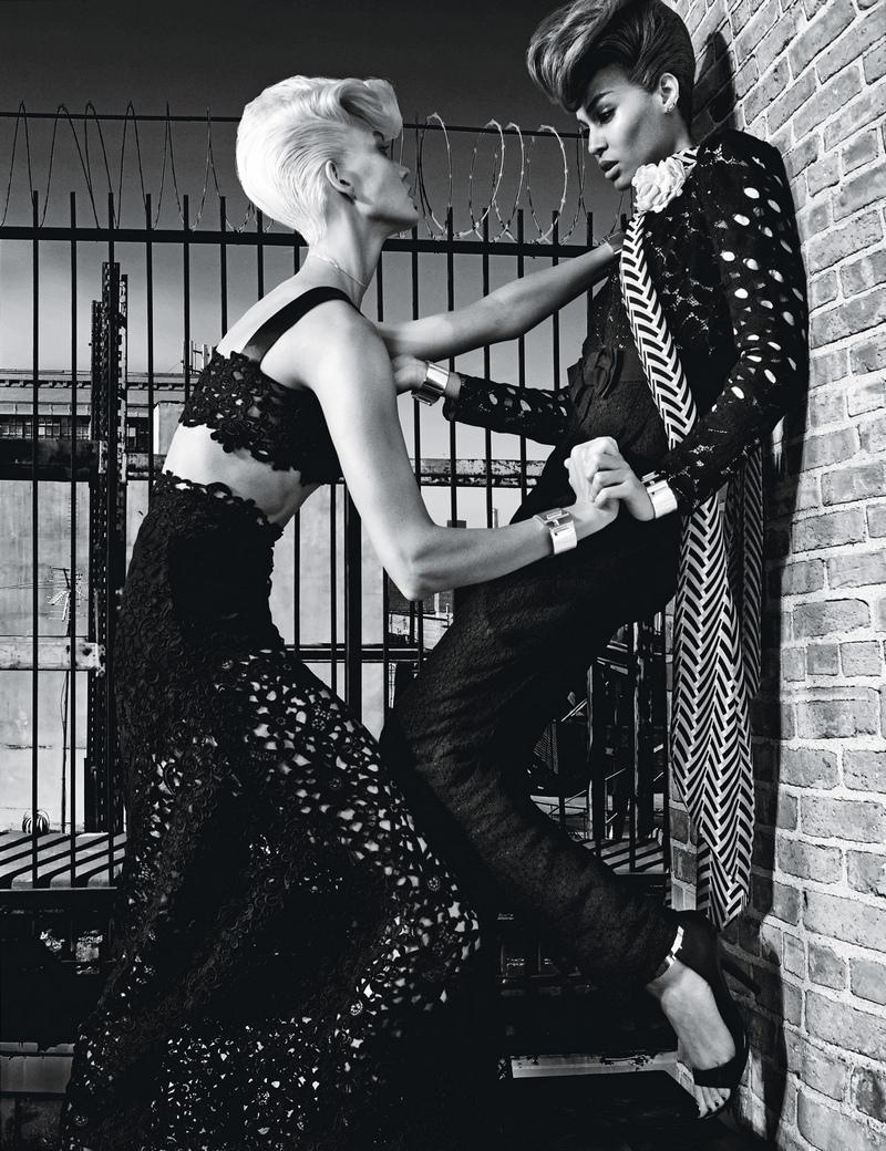 Карли Клосс и Джоан Смоллс для журнала W, ноябрь 2014