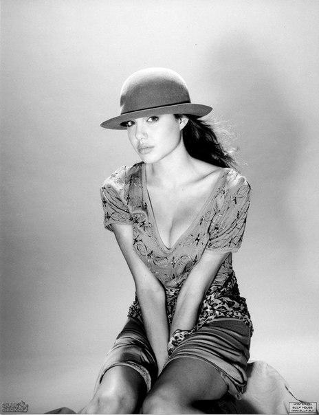 Анджелина Джоли в самом начале