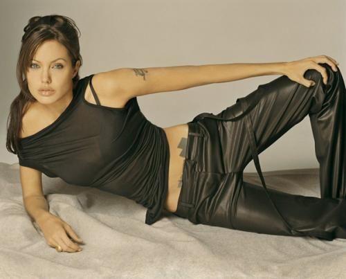 Красивая Анджелина Джоли