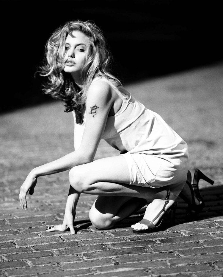 Редкие черно-белые фотографии Анджелины Джоли