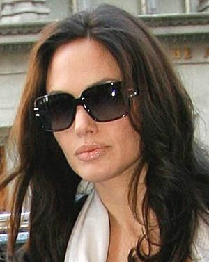 01751a63e8e Angelina jolie who wears oliver peoples jpg 300x377 Angelina jolie who wears  oliver peoples
