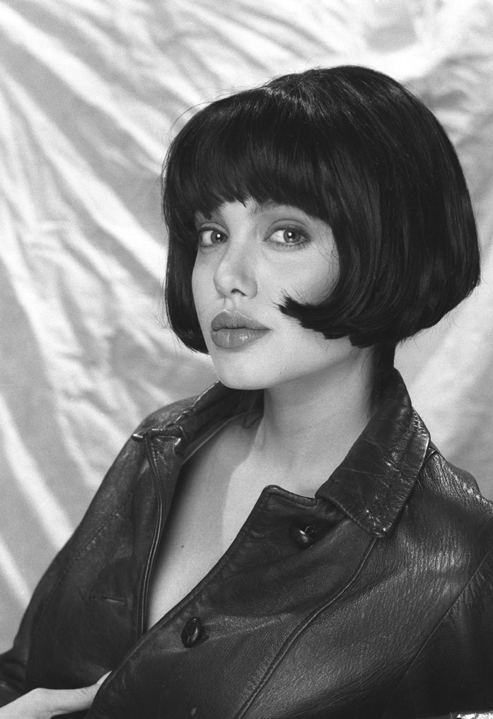 Анджелина Джоли в черно-белой фотосессии Роберта Кима (1991)